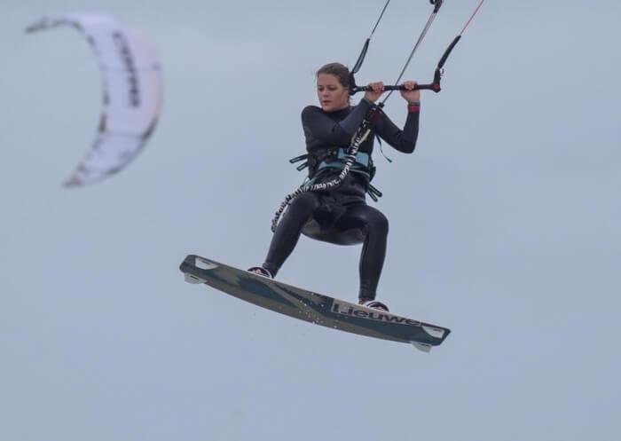 Kitesurfen. In the flow